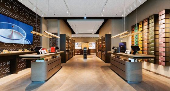 ead8b217ef ... portfólio už aj na slovenskom trhu. Milovníci kávy môžu ochutnať kávu  najvyššej kvality priamo v Nespresso Boutique v obchodnom centre Eurovea a  zároveň ...